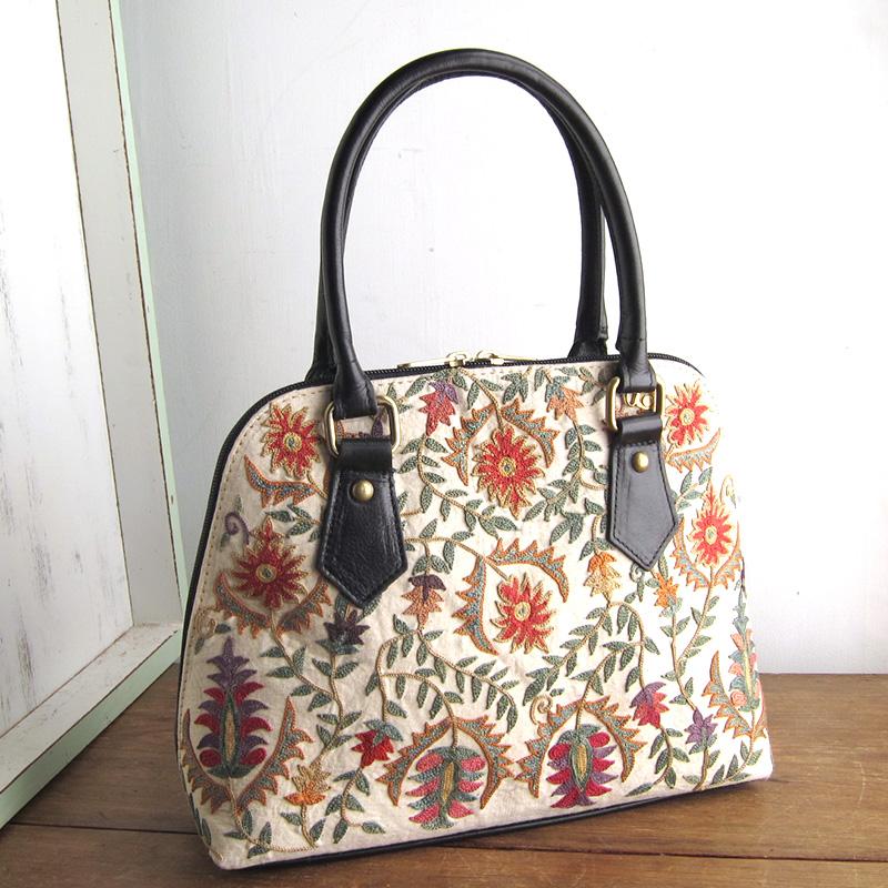 スザンニ刺繍のバッグ
