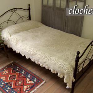 手編みクロシェットのベッドカバー